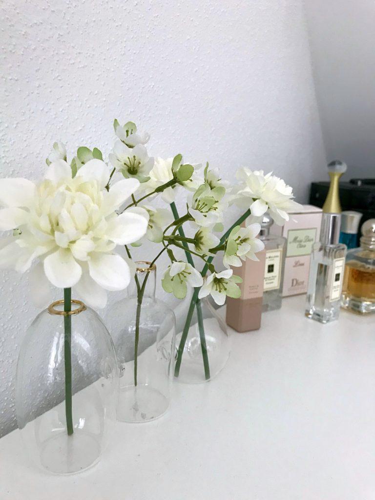 Frühlingshafte Deko und Parfums